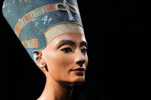 FILE - In this Oct. 15, 2009 file photo, a 3,300-year-old bust of Queen Nefertiti is seen at the New Museum, in Berlin, Germany. Egypt's Antiquities Ministry announced Wednesday, Aug. 19, 2015, that it is inviting an Egyptologist behind a theory that the tomb of Queen Nefertiti may be located behind King Tutankhamun's 3,300-year-old tomb in the famed Valley of the Kings. British-educated expert Nicholas Reeves has been invited to Cairo in September to debate his theory with Egyptian colleagues. (AP Photo/Markus Schreiber, File)